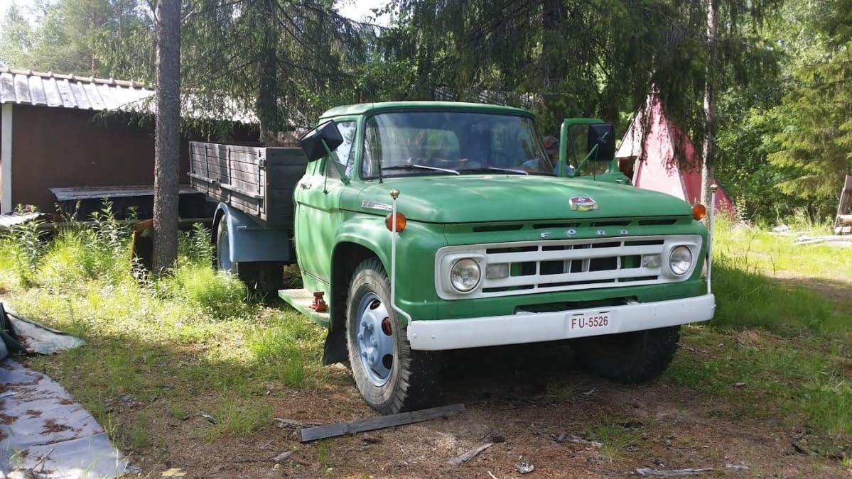 Ford kuorma-auto 1960-luvun alkupuolelta.