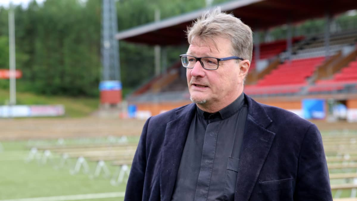 Herättäjäjuhlien järjestelytoimikunnan puheenjohtajan Hannu Pöntinen