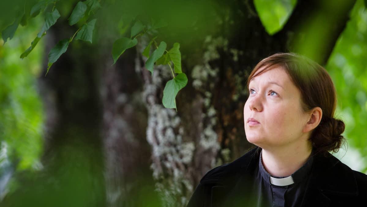 Joensuulainen seurakuntapastori Marja Juntunen haluaa muistaa testamentissaan lumileopardeja ja susia.