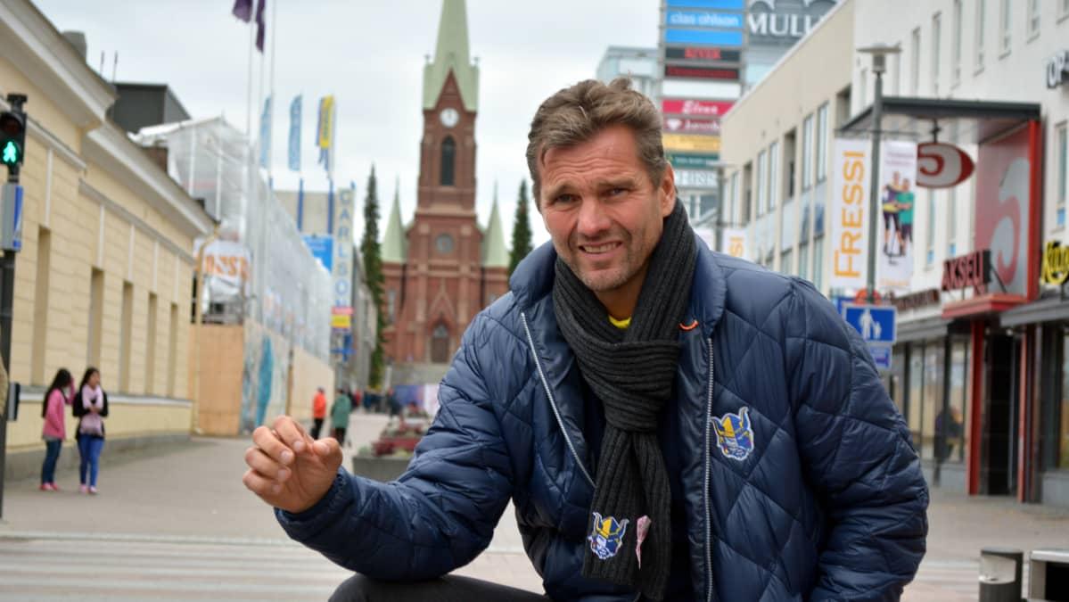 Joni Vesalainen tekee tunnetuksi Jukureita ja Mikkeliä.