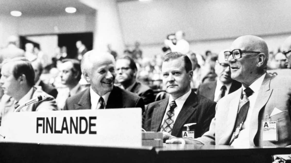 SDP:n puheenjohtaja Kalevi Sorsa, ulkoministeri Olavi J. Mattila, pääministeri Keijo Liinamaa ja presidentti Urho Kekkonen ETYK-kokouksessa 1975.