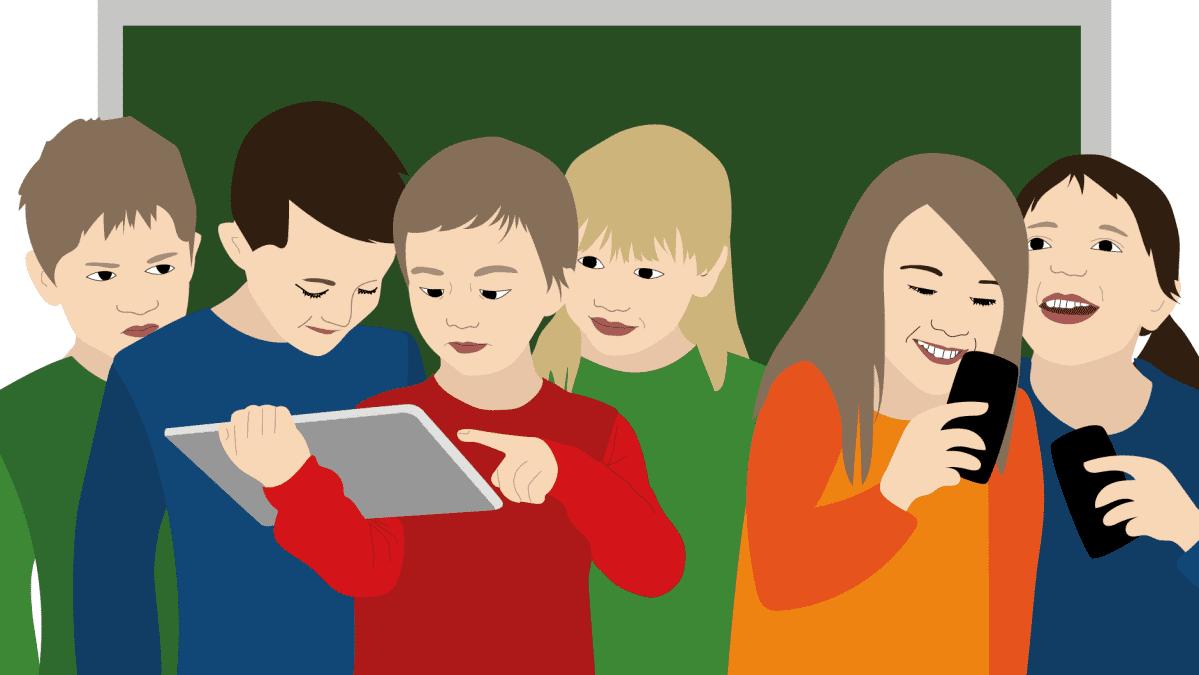Oppilaita etsimässä tietoa digilaitteilla.