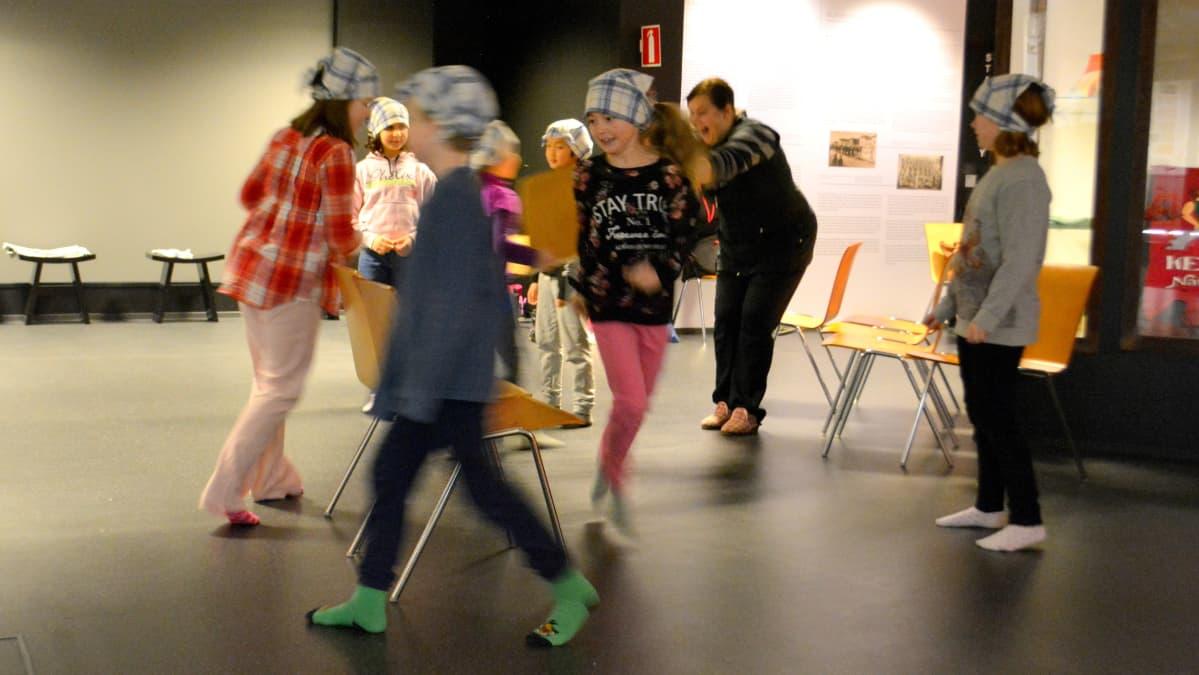 Entten tentten -perinneleikkitapahtuma Kemin historiallisella museolla.