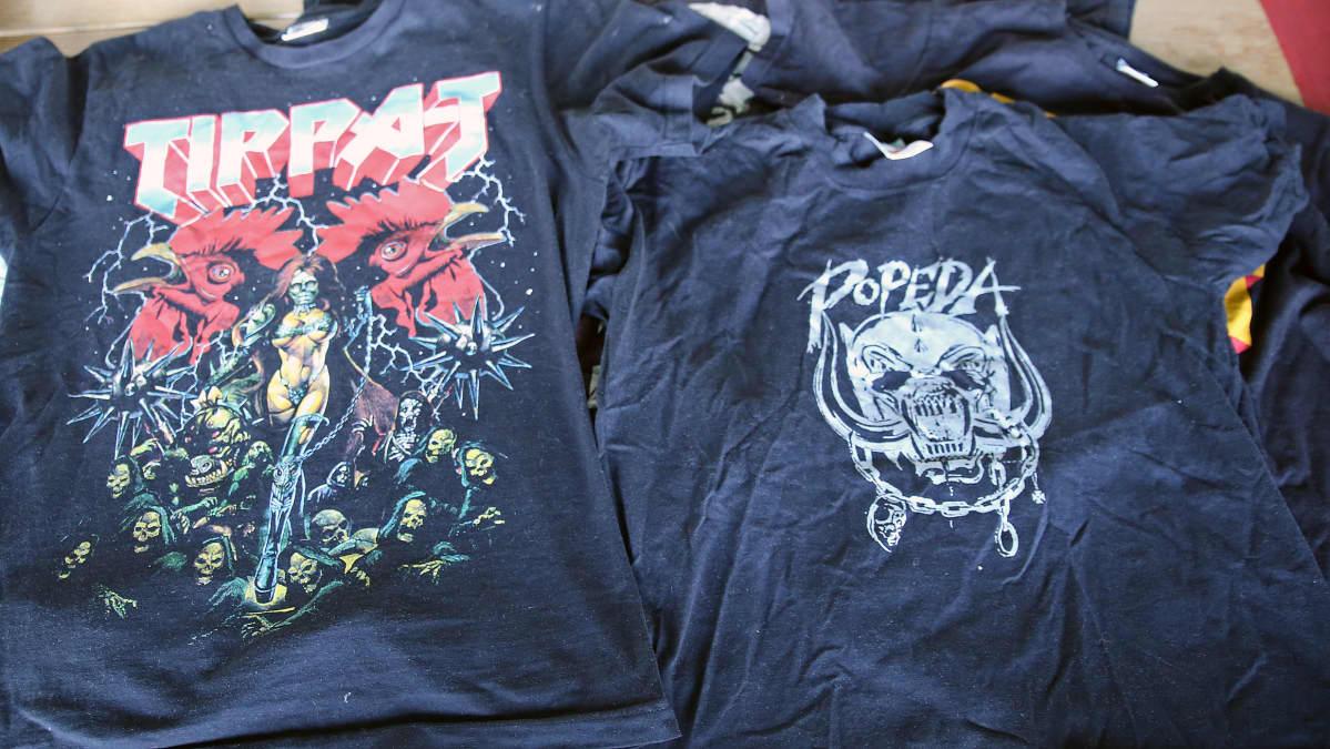 Vilunki 3000:n suunnittelemia t-paitaprinttejä.