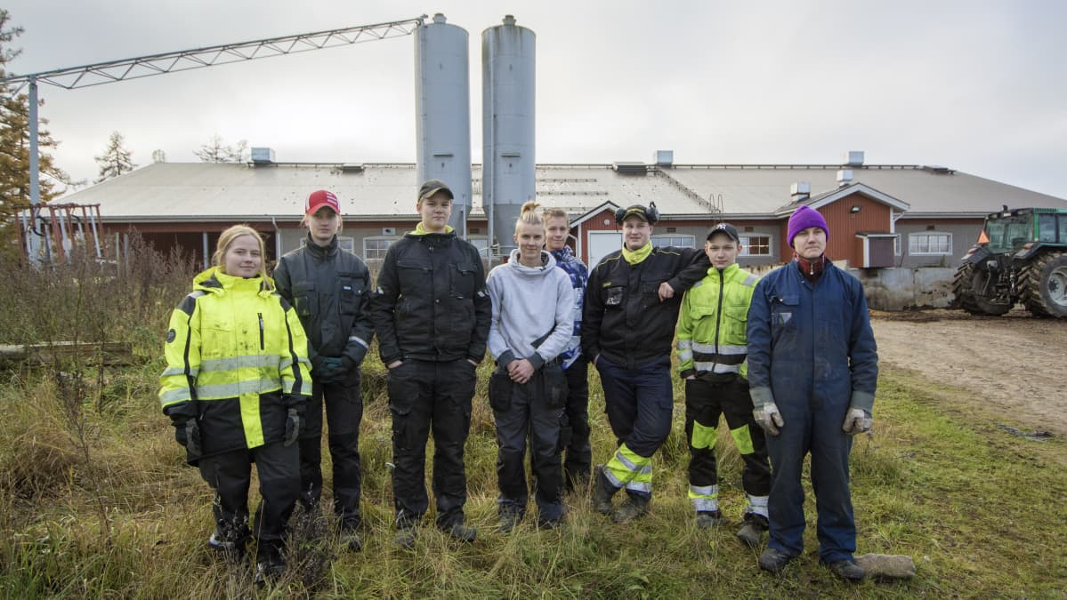 Ylä-Savon ammattiopiston maatalousalan perusopintojen opiskelijoita