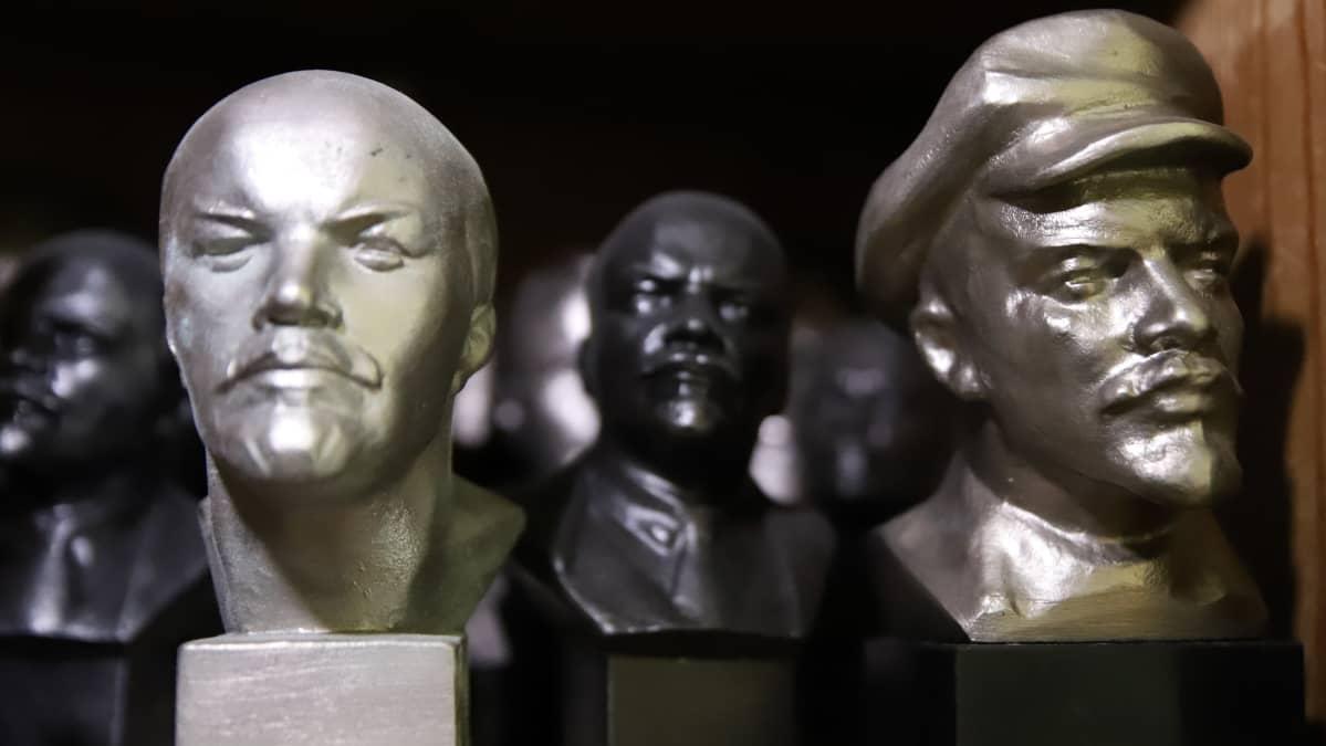 Leninin patsaita museon kaapissa