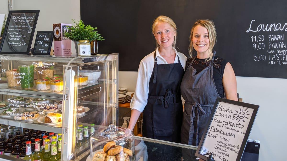 Humblebee-kahvilan perustajat Sofia Saarikko ja Laura Liefveld.