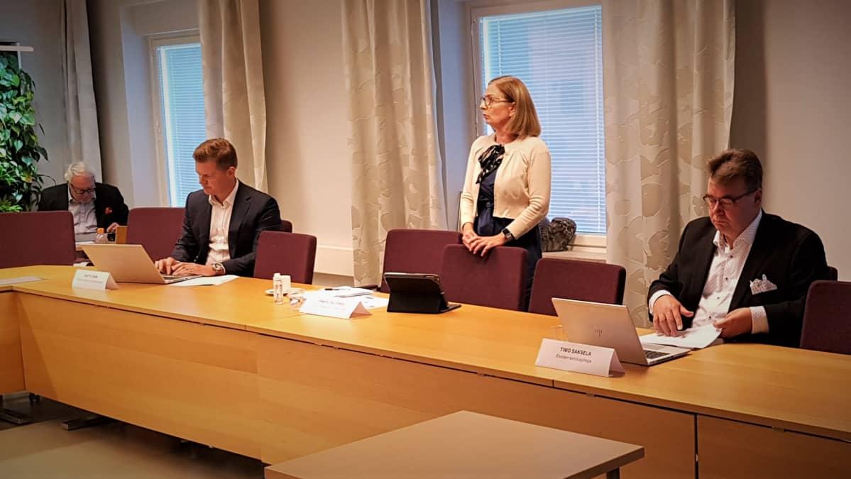 Eksoten tiedotustilaisuudessa puhui muun muassa Anneli Kiljunen ja toimitusjohtaja Timo Saksela
