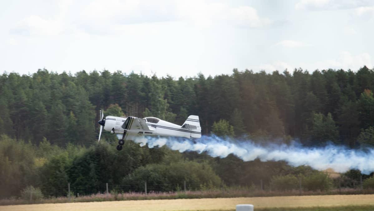Sukhoi 26M Kauhava Airshowssa 29.8.20 lentäjänä Mikko Jägerholm