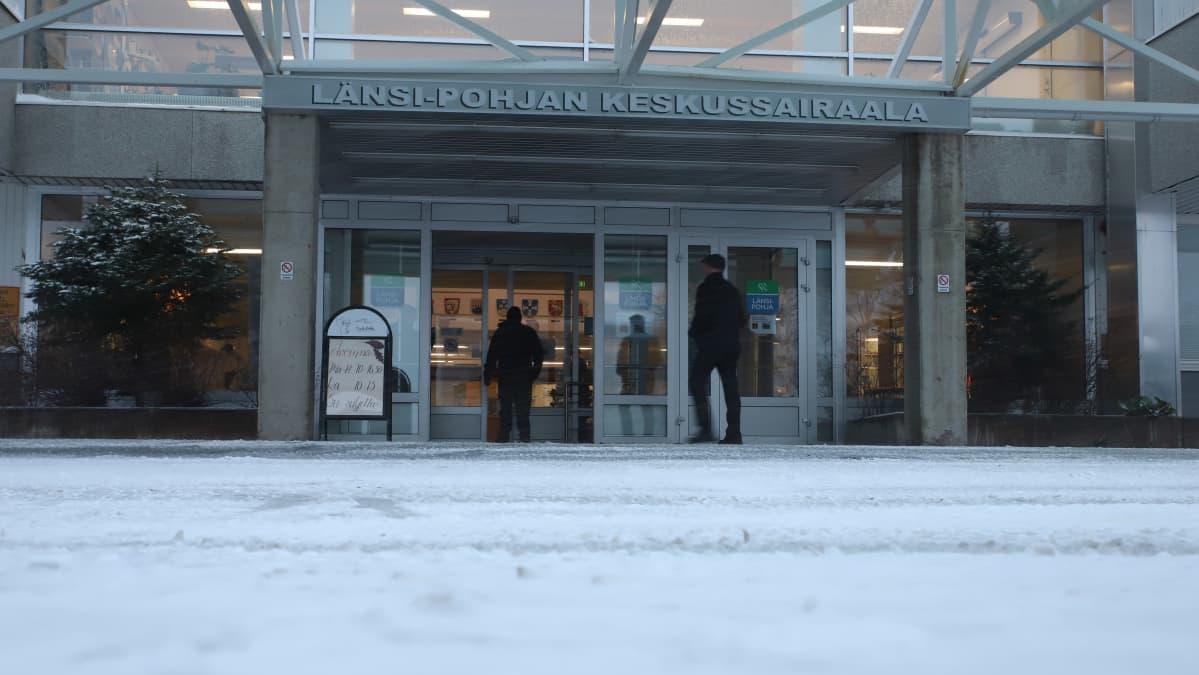 Länsi-Pohjan keskussairaalan etuovi
