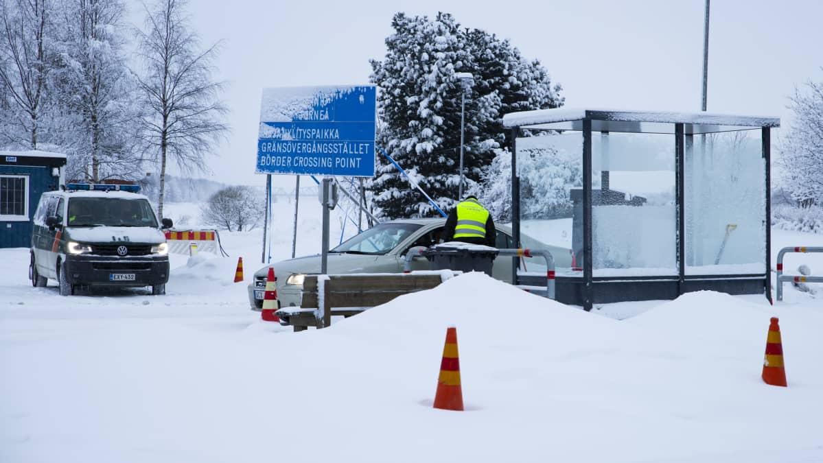 Rajavartiolaitos suorittaa rajatarkastuksia Tornio-Haaparanta rajalla.