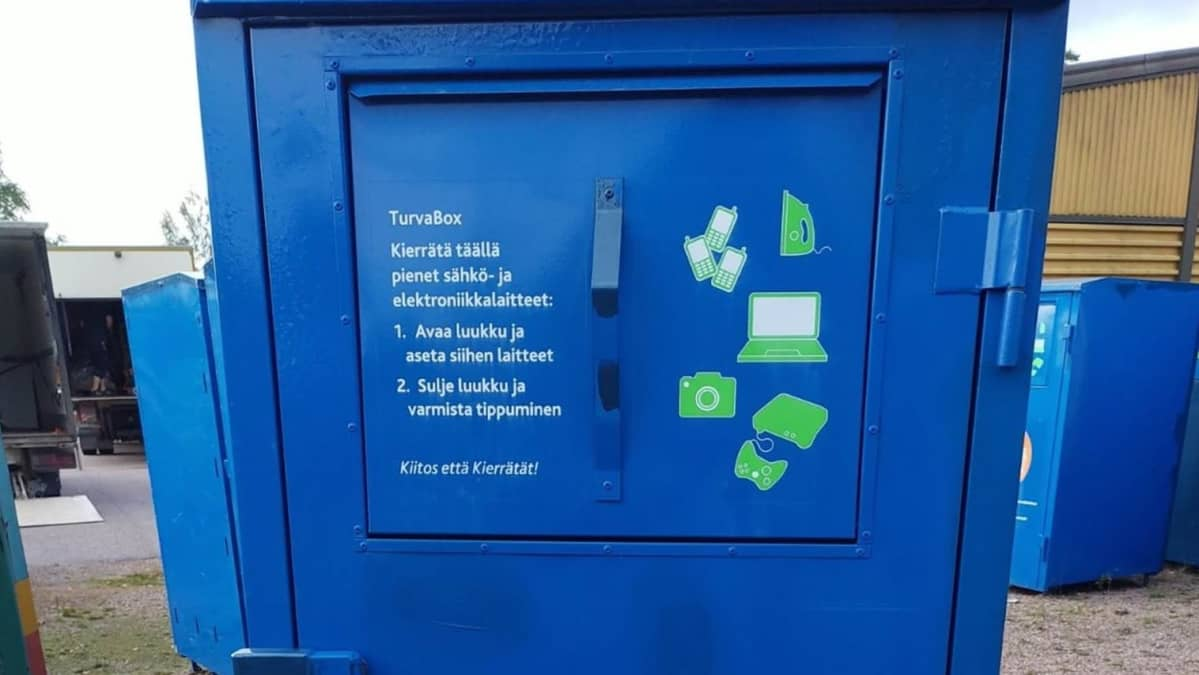 Sininen turvaboksi johon voi laittaa datalaitteita hävitettäväksi