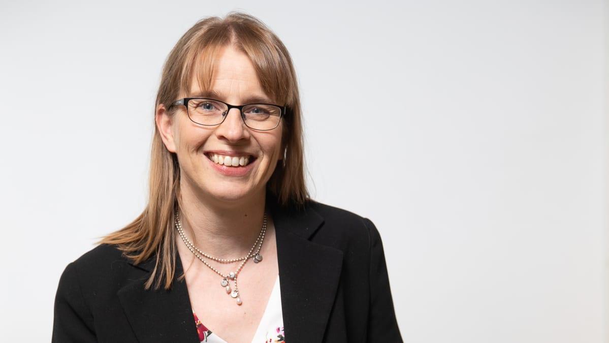 Kirkon tutkimuskeskuksen johtaja Hanna Salomäki.