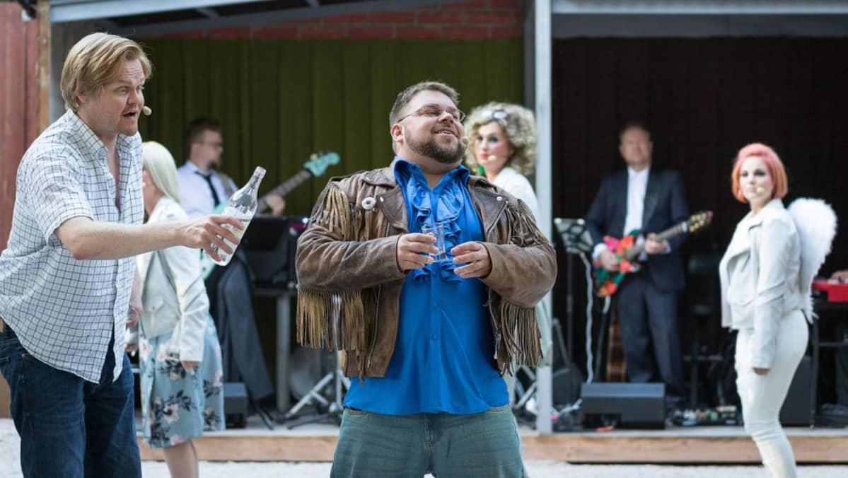 Kaksi Puuta -esitys Hämeenlinnan Uudessa Kesäteatterissa