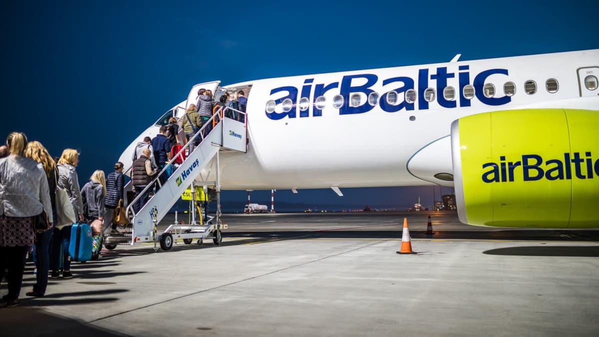 airbaltic a220-300 matkustajia