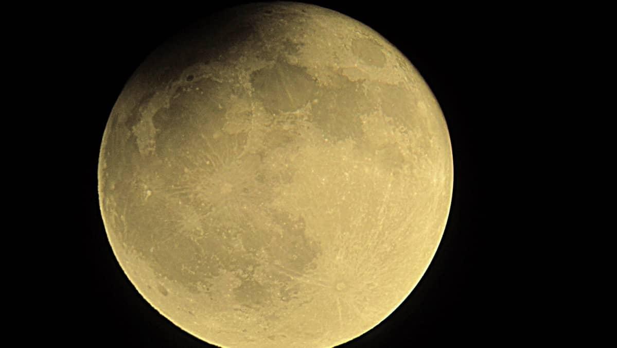 Kuun osittainen pimennys.