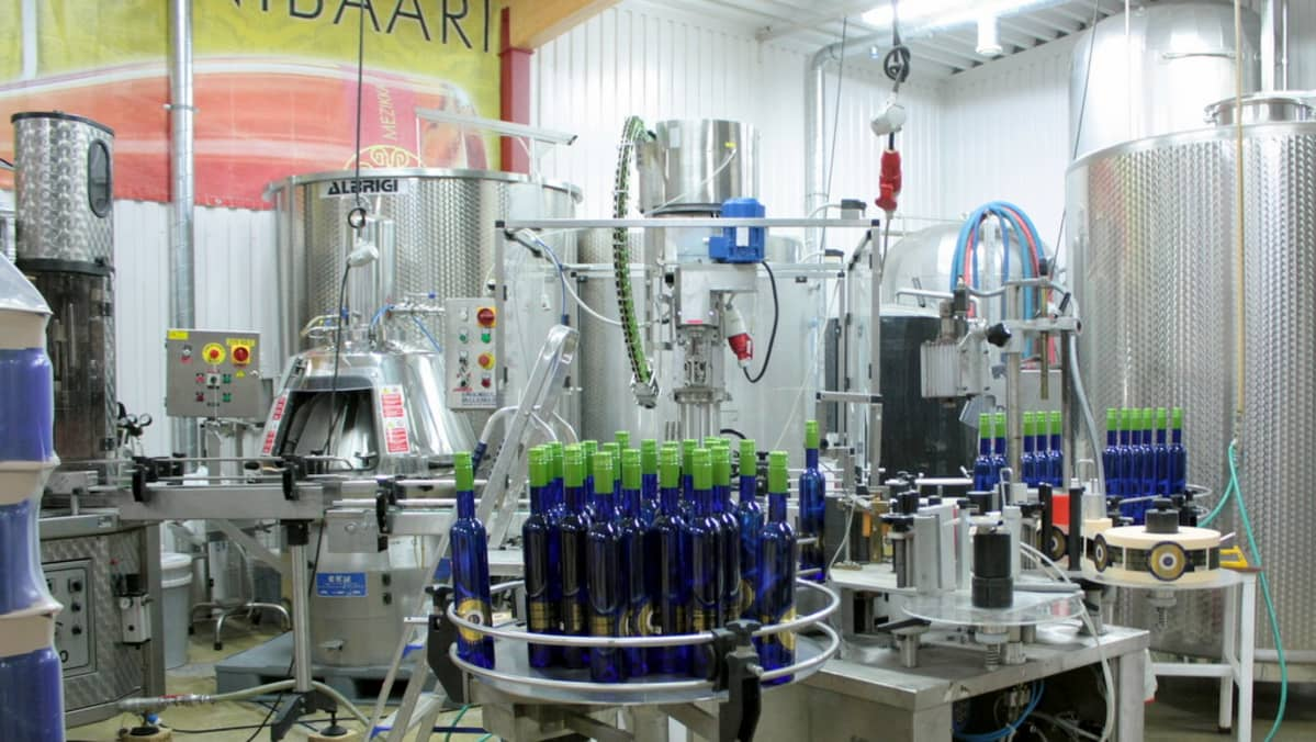 Yhteistyö Valamon luostarin kanssa näkyy muun muassa Ilomantsissa pullotettavina viineinä