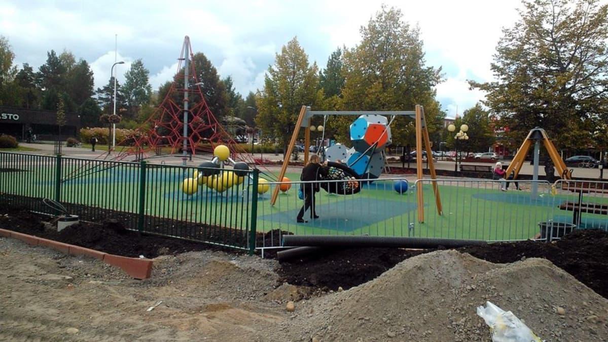 Kolmen sukopolven puiston nuorten osa on avattu Joutsenon keskustassa Lappeenrannassa.