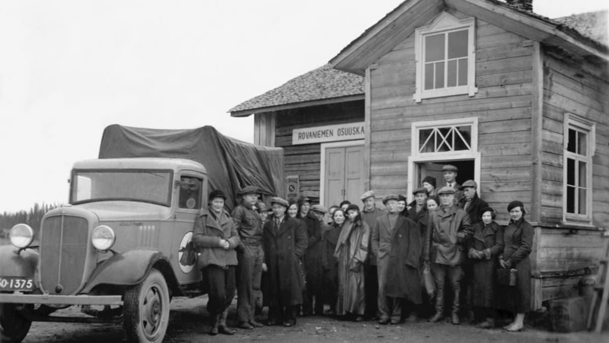 Posion Rovaniemen osuuskaupan henkilöstö lähdössä retkelle vuonna 1936.