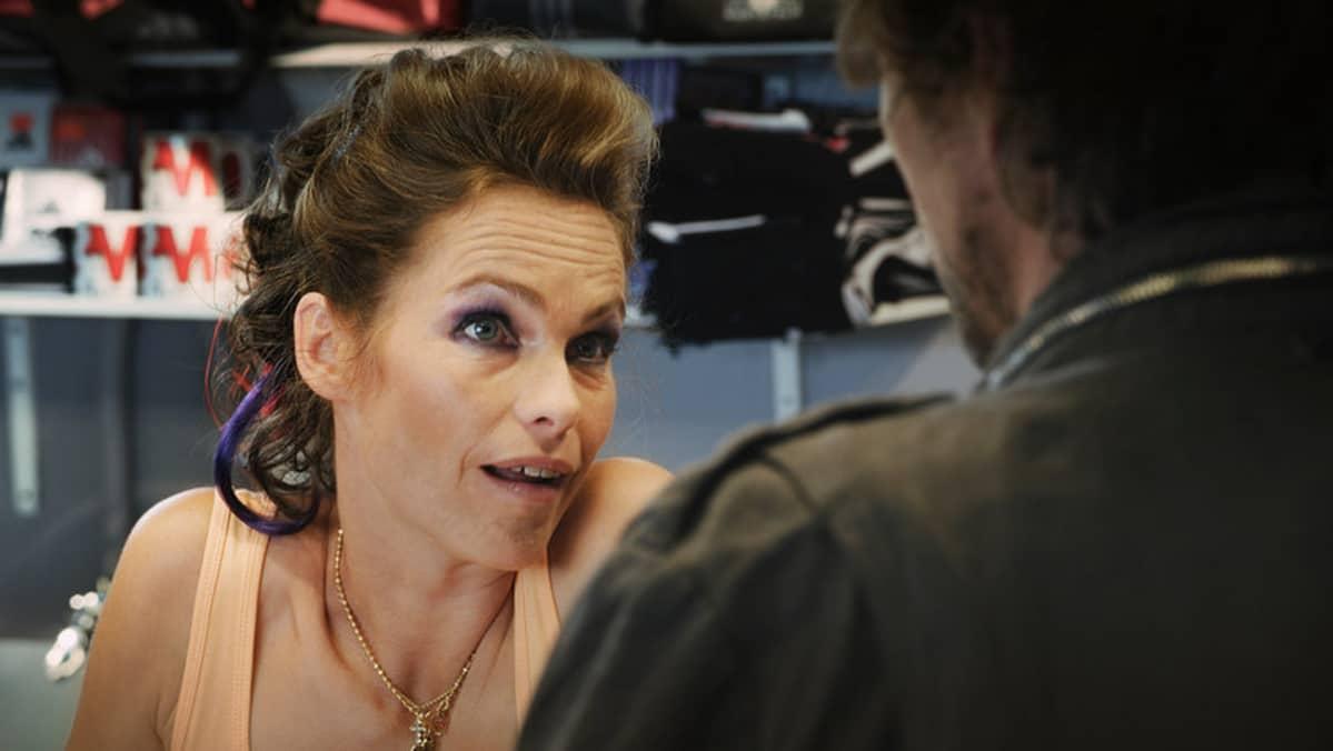 Ingaa Vares-elokuvassa näyttelevä Katja Kiuru.