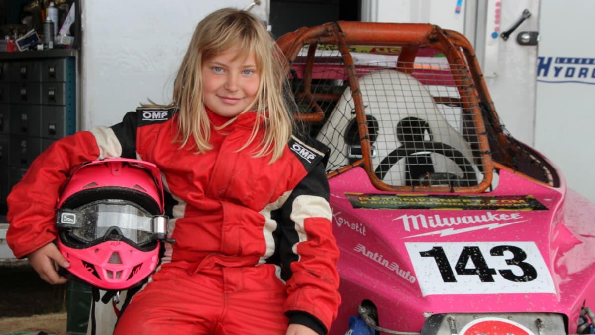 9-vuotias Maiju Niemi on Suomen ainoa crosskartia ajava tyttö.