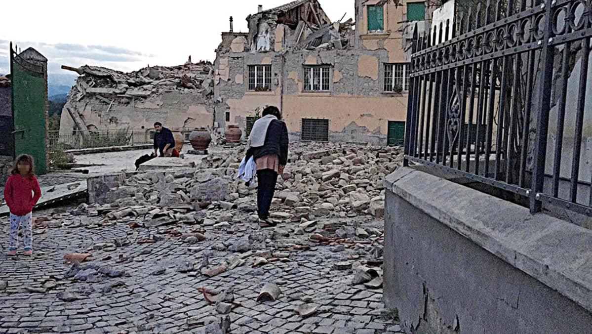 Maanjäristyksen tuhoja Amatricen kaupungissa.