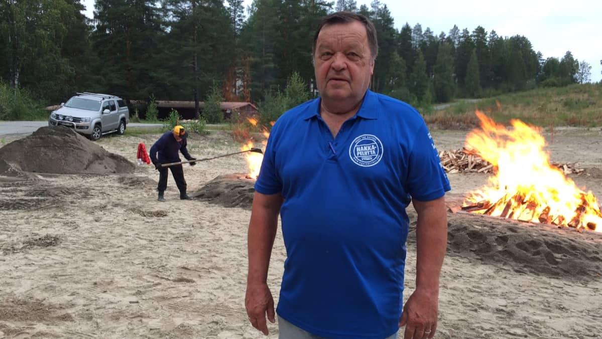 Veteraantien rosvopaistitapahtuman puuhamies Kalevi Rönnqvist.
