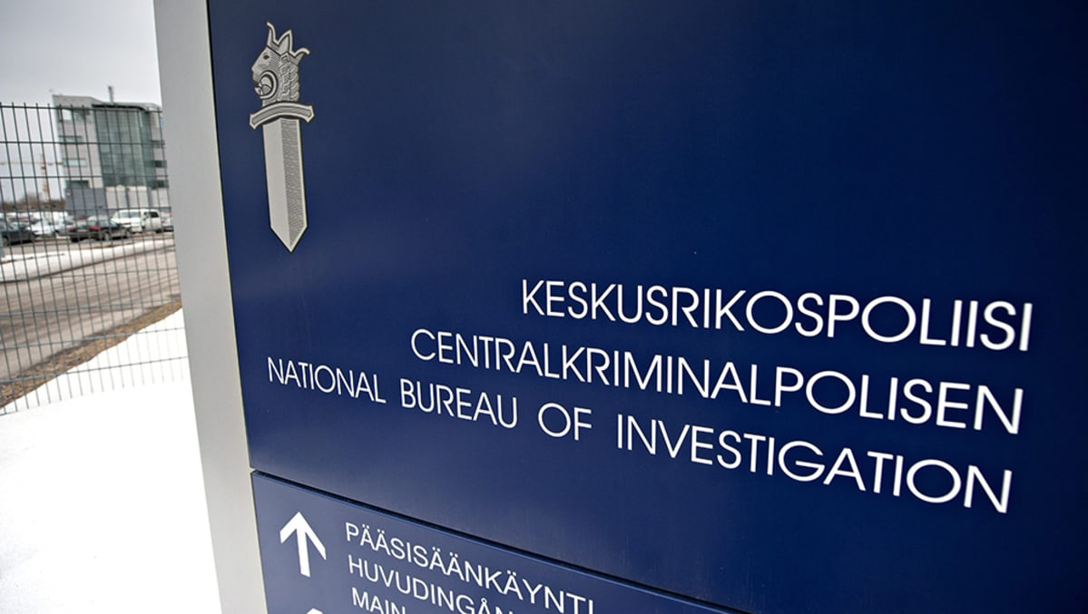 Keskusrikospoliisin (KRP) kyltti päämajan ulkopuolella Vantaalla.