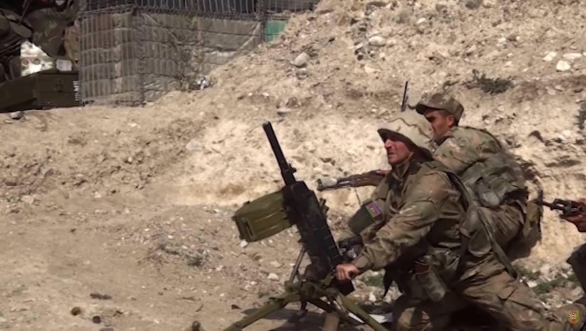 Azerbaizhanin sotilaita eturintamassa Vuoristo-Karabahissa.
