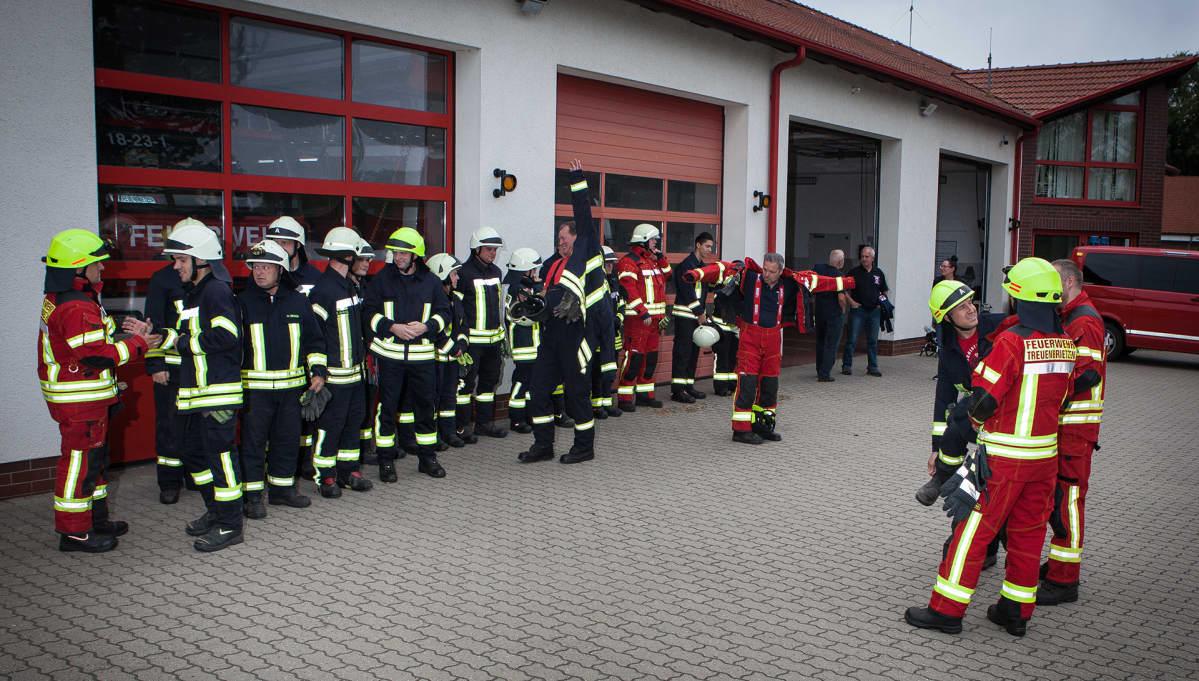 Treuenbrietzenin vapaapalokunta harjoittelee. Saksassa moni syrjäseudun kylä ja pikkukaupunki nojaa pelastustehtävissä vapaapalokuntaan. Samalla vapaapalokunta on ihmisiä yhdistävä harrastus.