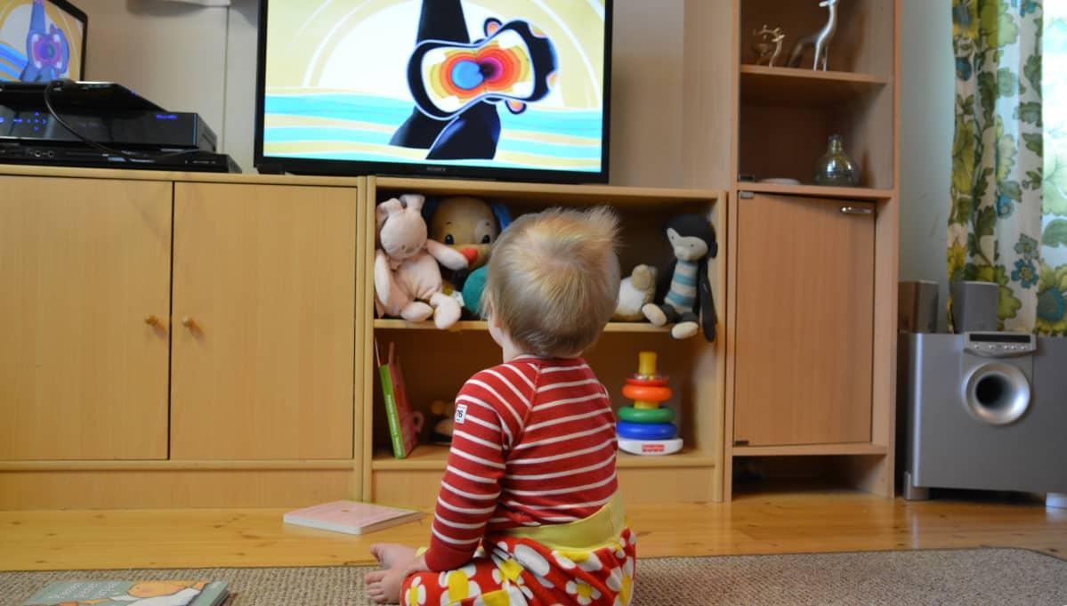 vauvan television katselu