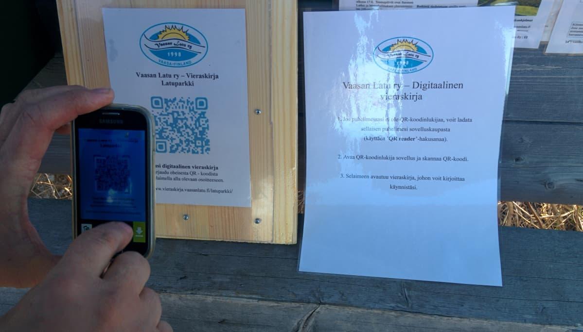 Sähköiseen vieraskirjaan voi kirjautua joko käyttämällä QR-koodia tai nettilinkkiä.