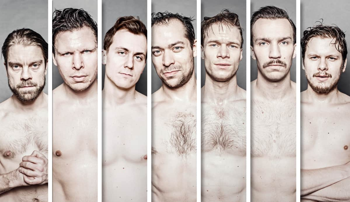 Turun kaupunginteatterin Seitsemän veljestä -näytelmän pääosanäyttelijät samassa kuvassa.