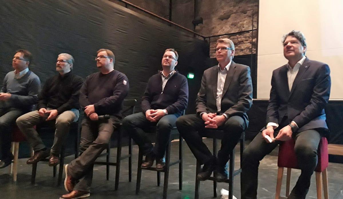 Talous- ja rahoitusjohtaja Jaakko Vilponen, ympäristöpäällikkö Kari Wiikinkoski, viestintä- ja hallintopäällikkö Jarmo Finnilä, tuotantojohtaja Manu Myllymäki, päägeologi Pentti Grönholm  ja toimitusjohtaja Pertti Lamberg.