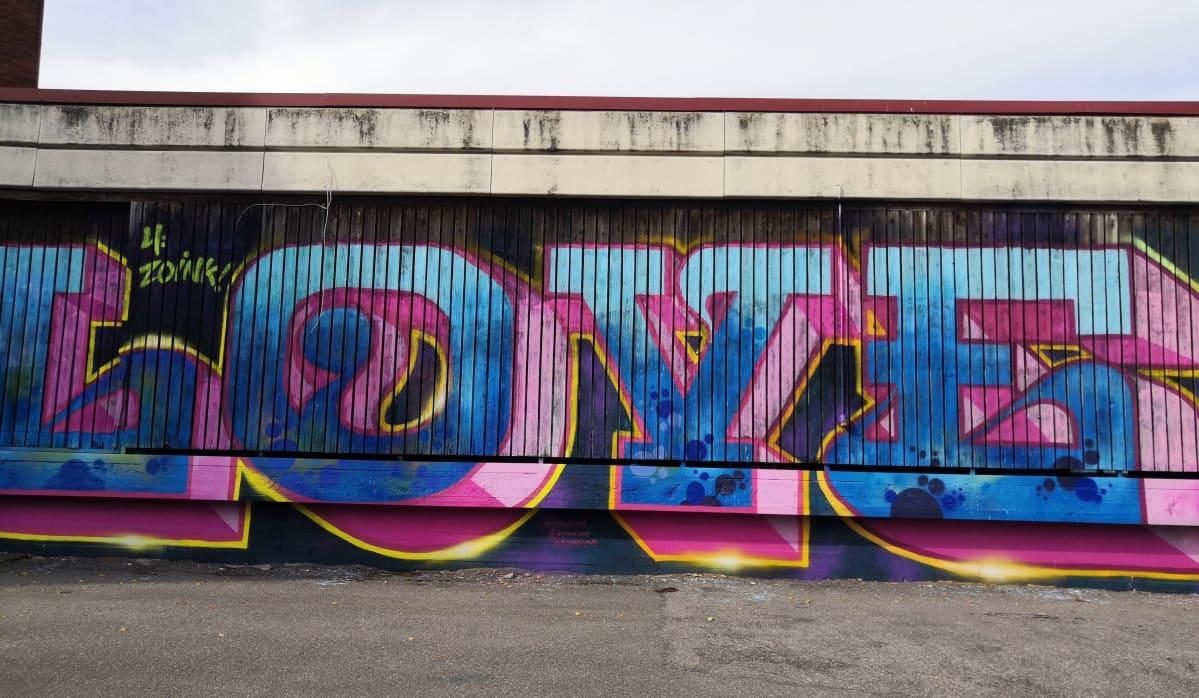 Luvallinen graffiti Riihimäellä