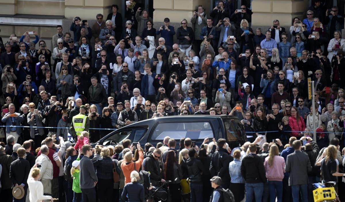 Presidentti Mauno Koiviston valtiollisten hautajaisten hautajaissaattue.