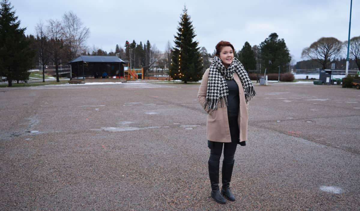 Jenna Ojavuo Kajaanin torilla.