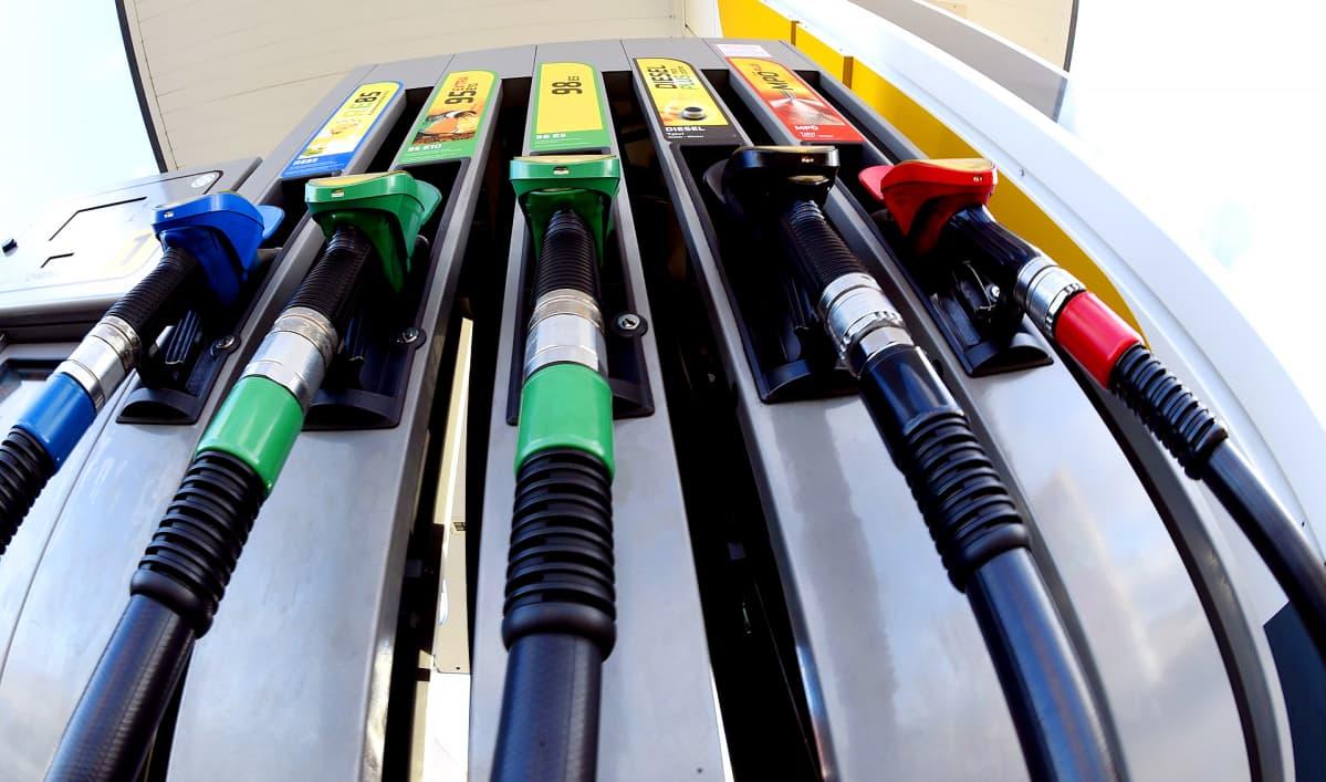 Huoltoaseman polttoainepumppu.