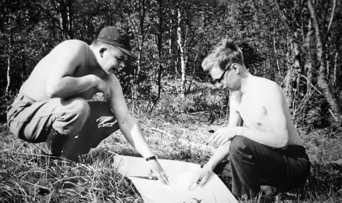 Voitto Kontkanen (vas.) Nuottijärvellä kesällä 1965.