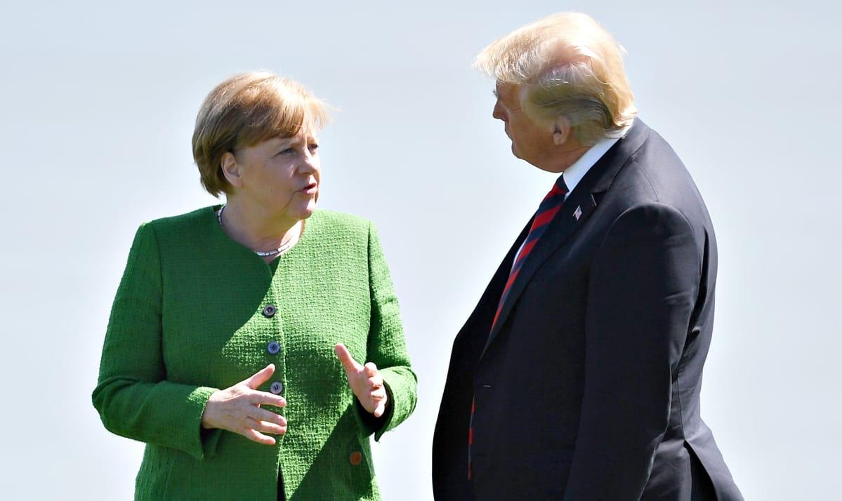 G7 kokouksessa Angela Merkel ja Donald Trump.