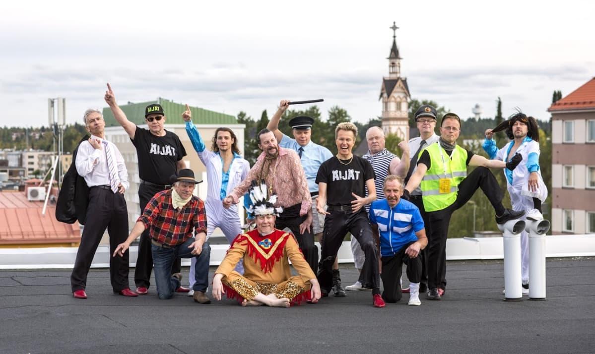 Kajaanilainen tanssiryhmä Äijät.