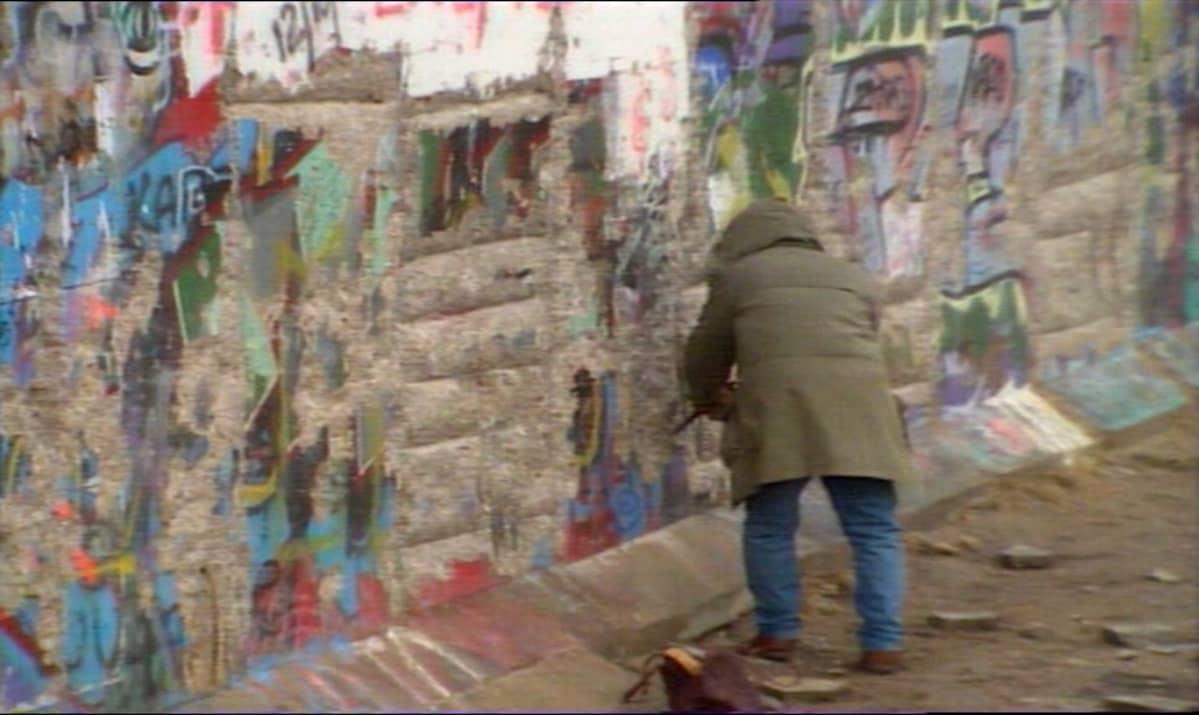 Graffiteja Berliinin muurissa.