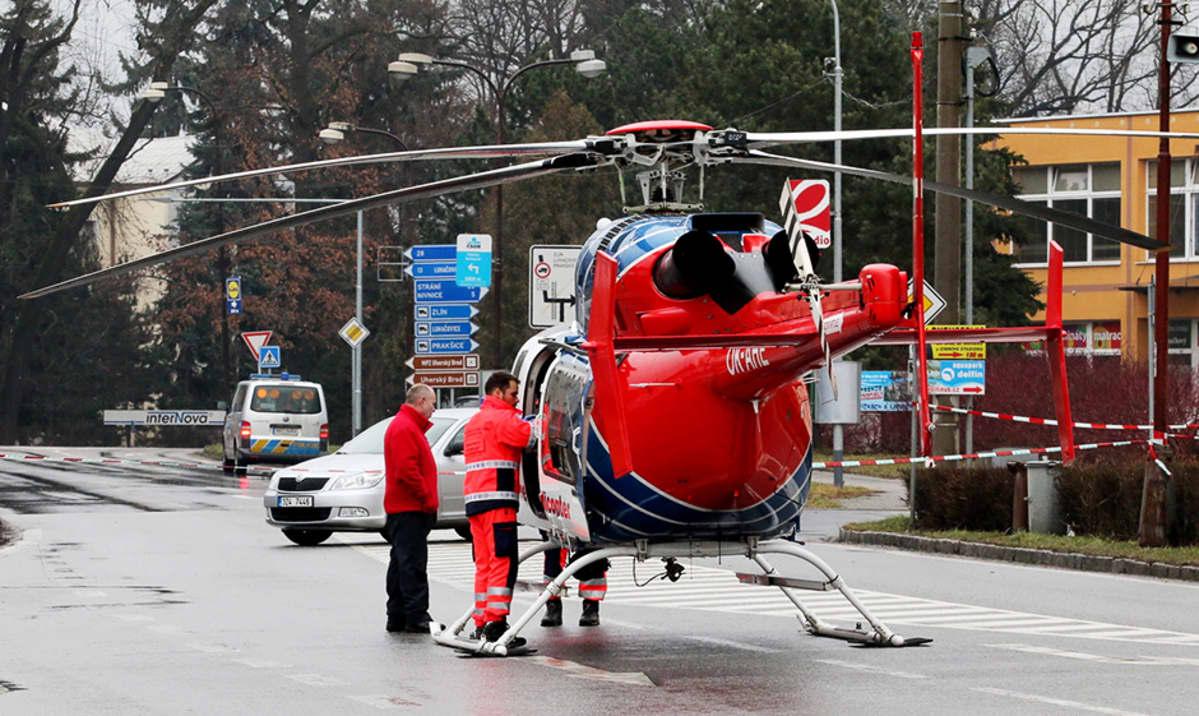 Pelastushelikopteri kadulla.