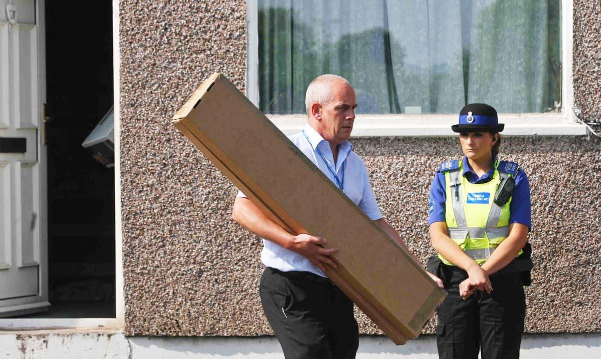 Viranomaiset takavarikoivat todisteita