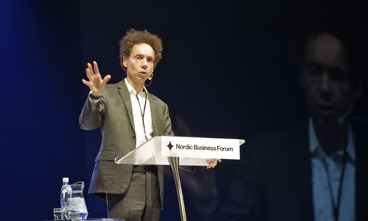 Malcolm Gladwell puhui Nordic Business Forumin lehdistötilaisuudessa Jyväskylässä syyskuussa 2013.