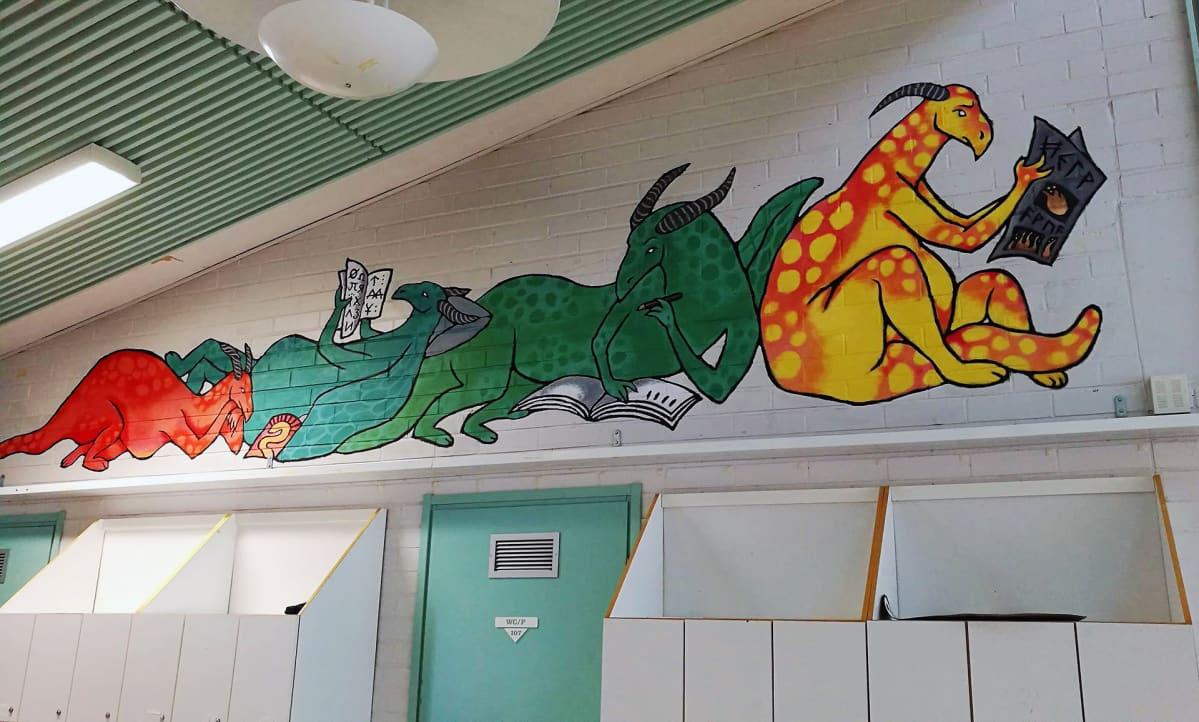 Kuvassa seinämaalaus lohikäärmeistä.