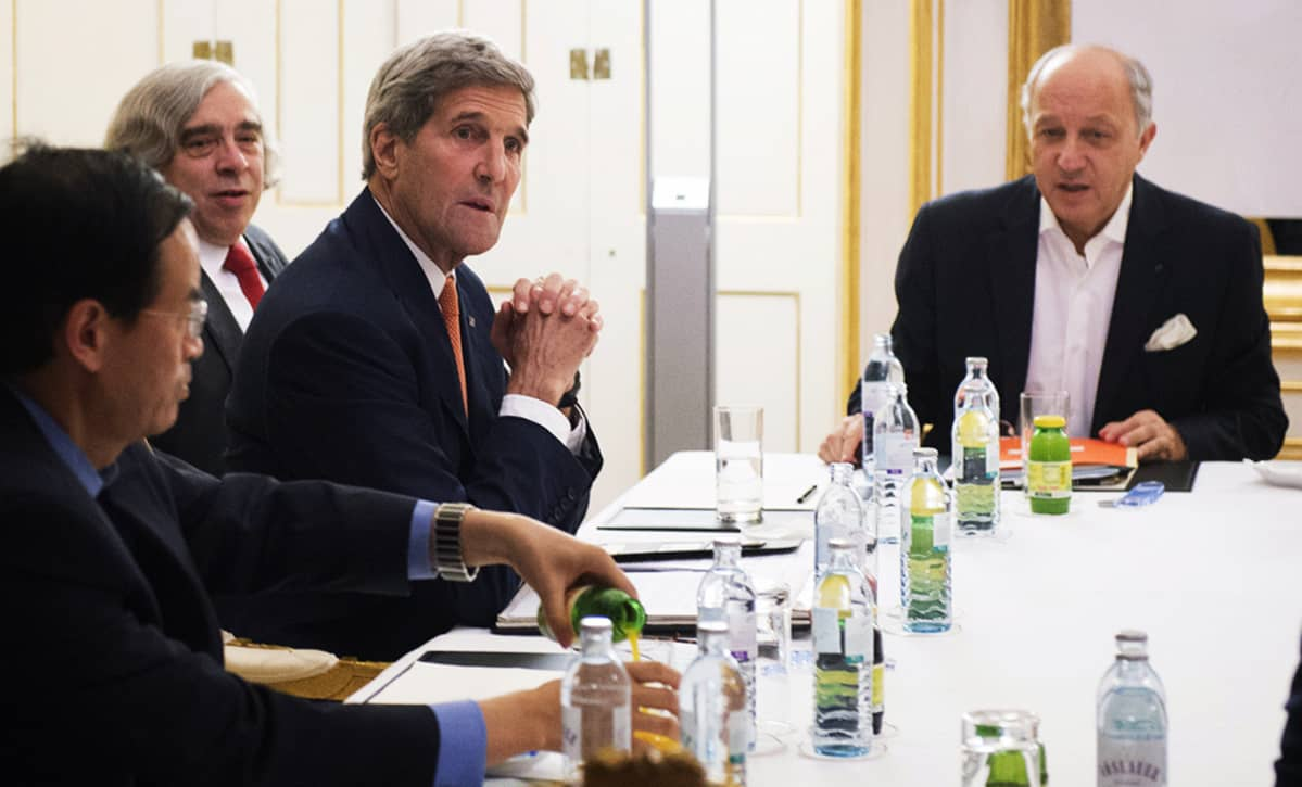 Yhdysvaltain ulkoministeri John Kerry,Yhdysvaltain energiaministeri Ernest Moniz ja Ranskan ulkoministeri Laurent Fabius.