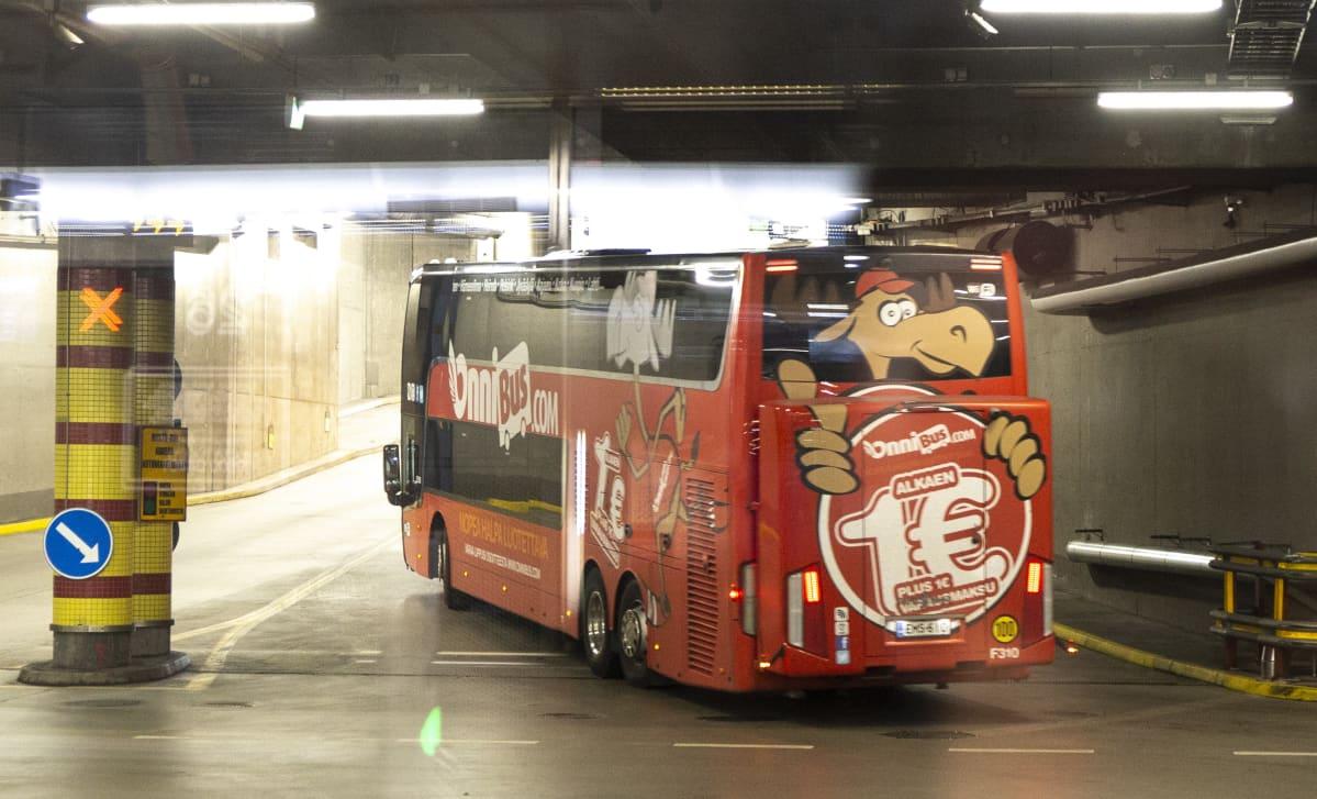 Onnibus lähtee Kampin linja-autoasemalta.