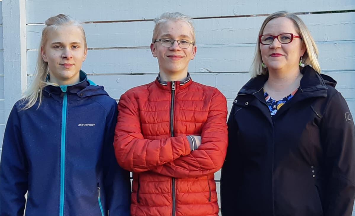 Pyry Pänkäläinen, Onni Pänkäläinen ja Heli Kauppinen. Kaksosveljet ja heidän äitinsä.