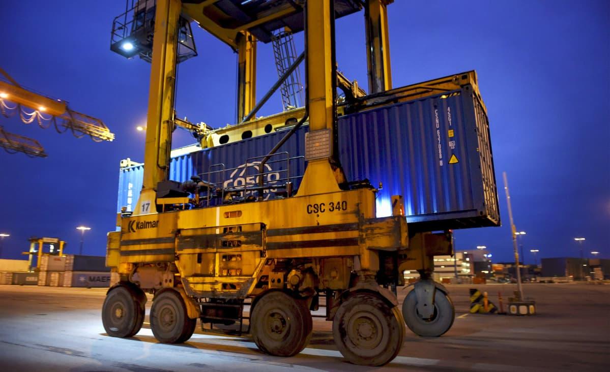 Suomen Merimies-Unioni on lopettanut tukitoimena Postin kuljetusten ottamisen eri aluksille.